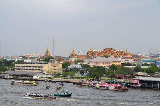 Vistas al palacio real desde Wat Arun