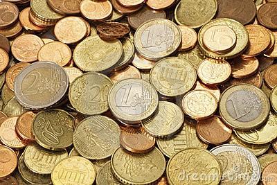 pila-de-monedas-euro-modernas-circuladas-21615127